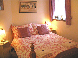 Puddleduck Self-Catering Holiday Cottage - bedroom